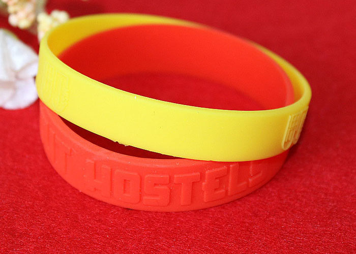 Minimalistic Pattern Custom Silicone Rubber Wristbands Without Deformation
